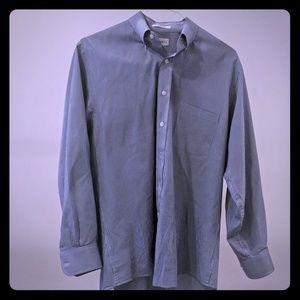 Van Heusen men's dress shirt w/button down collar.